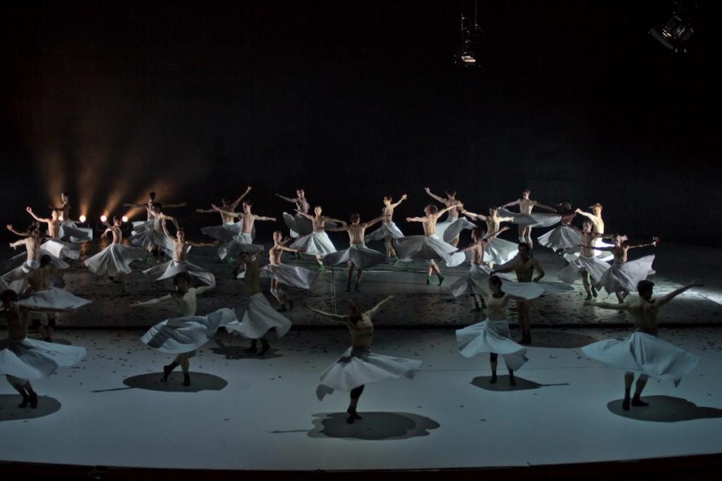 """4. Ensemble, """"COW"""" by A.Ekman, Semperoper Ballet © T.M.Rives"""