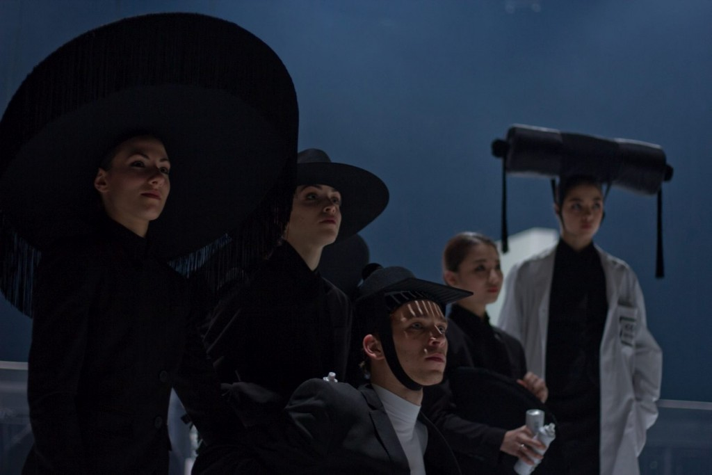 "10. J.Laudadio, C.Scarone, C.Haenen, A.Tsunaki and Z.Stahnke, ""COW"" by A.Ekman, Semperoper Ballet © T.M.Rives"