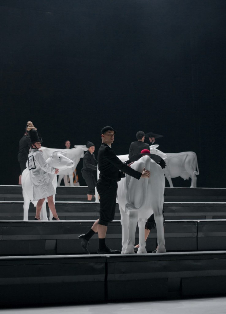 """2. A.Mariani, G.Haw and J.Schmidt, """"COW"""" by A.Ekman, Semperoper Ballet © T.M.Rives"""