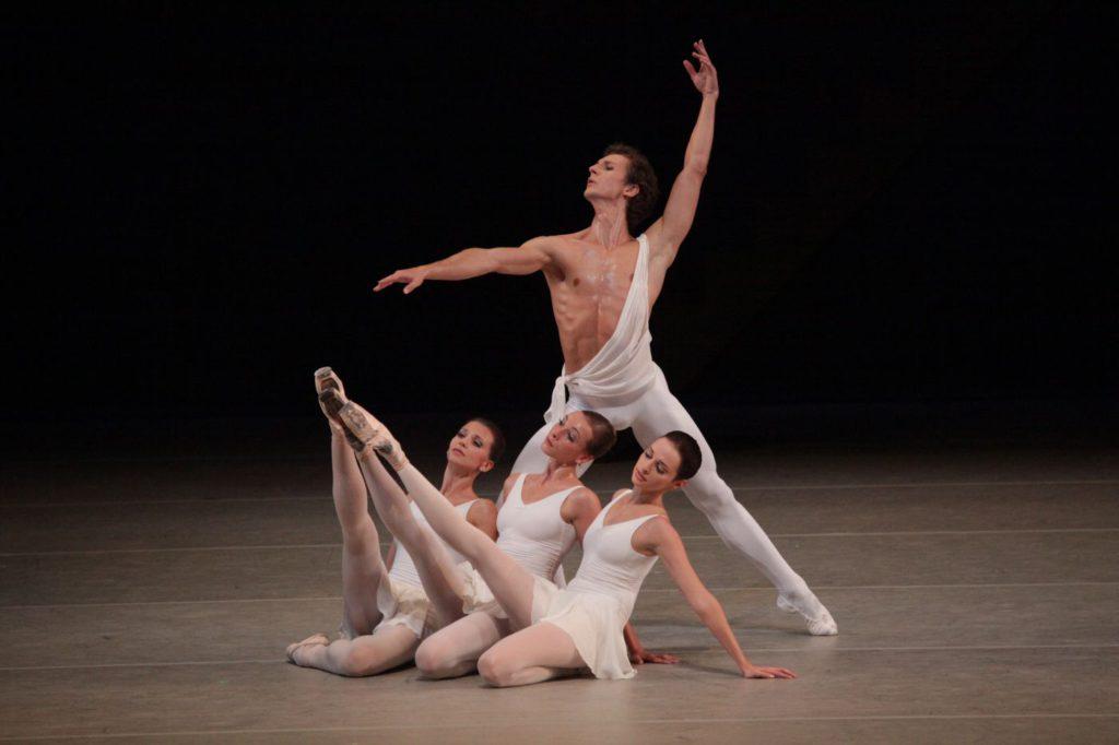"3. A.Tikhomirova, O.Smirnova, A.Nikulina and S.Chudin, ""Appolon musagète"" by G.Balanchine © The George Balanchine Trust, Bolshoi Ballet, photo by D.Yusupov/Bolshoi Theatre"