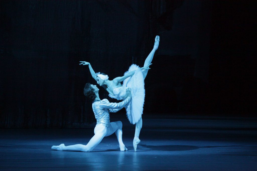 "4. S.Chudin and O.Smirnova, ""Swan Lake"" by Y.Grigorovich, Bolshoi Ballet © D.Yusupov/Bolshoi Theatre"