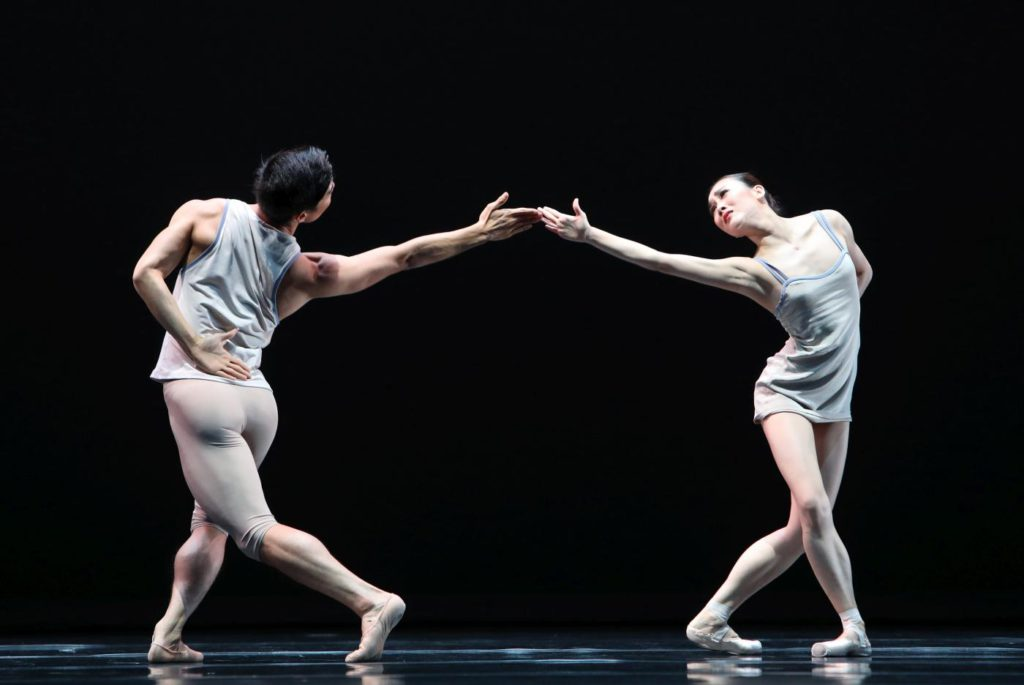 "1. Y.Gyo Choi and Q.Liu, ""Episodes van Fragmenten"" by T.van Schayk, Dutch National Ballet © H.Gerritsen 2016"