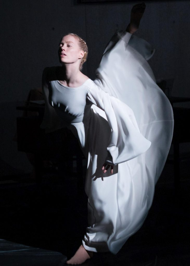 "1. A.Gibson, ""Oracle"" by J.Hernandez, Semperoper Ballet © I.Whalen 2016"