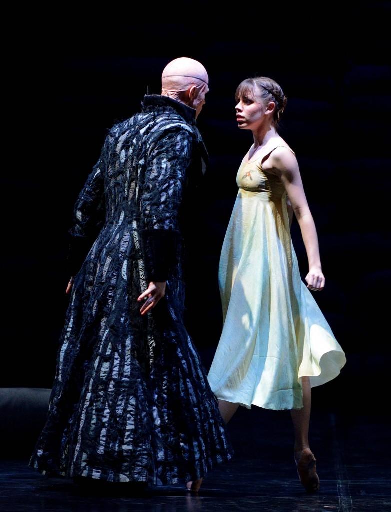 9. Marijn Rademaker and Elisa Badenes, Krabat by Demis Volpi, Stuttgart Ballet, photo Stuttgart Ballet