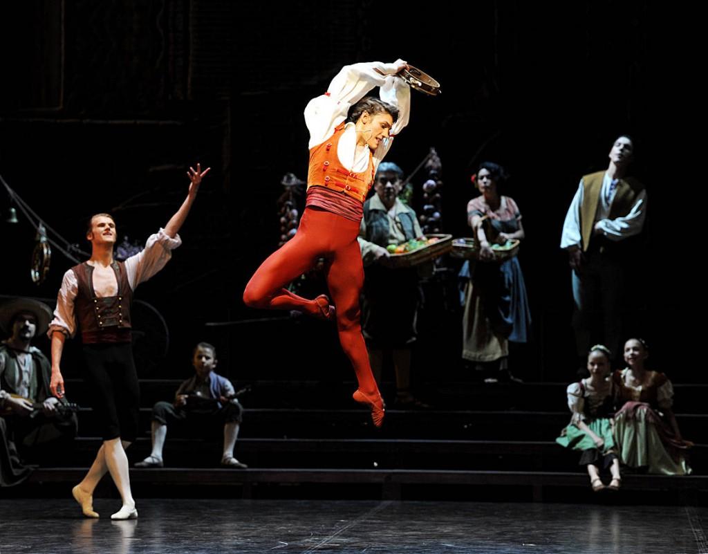 11. Daniel Camargo and ensemble, Don Quixote by M.Guerra, Stuttgart Ballet, photo Stuttgart Ballet