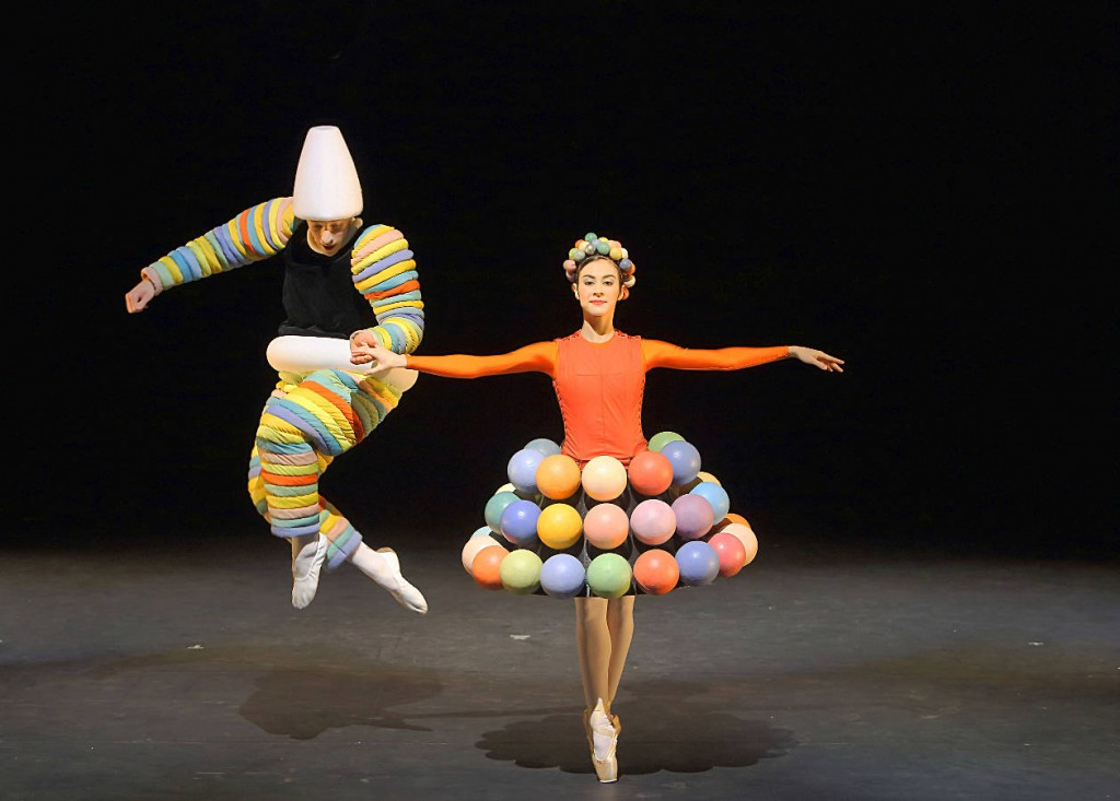 11. The Triadic Ballet by Gerhard Bohner, Turk and Turk Skirt, Goffin, Villalba, copyright W.Hösl