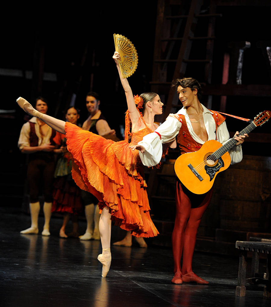 12. Elisa Badenes, Daniel Camargo and ensemble, Don Quixote by M.Guerra, Stuttgart Ballet, photo Stuttgart Ballet