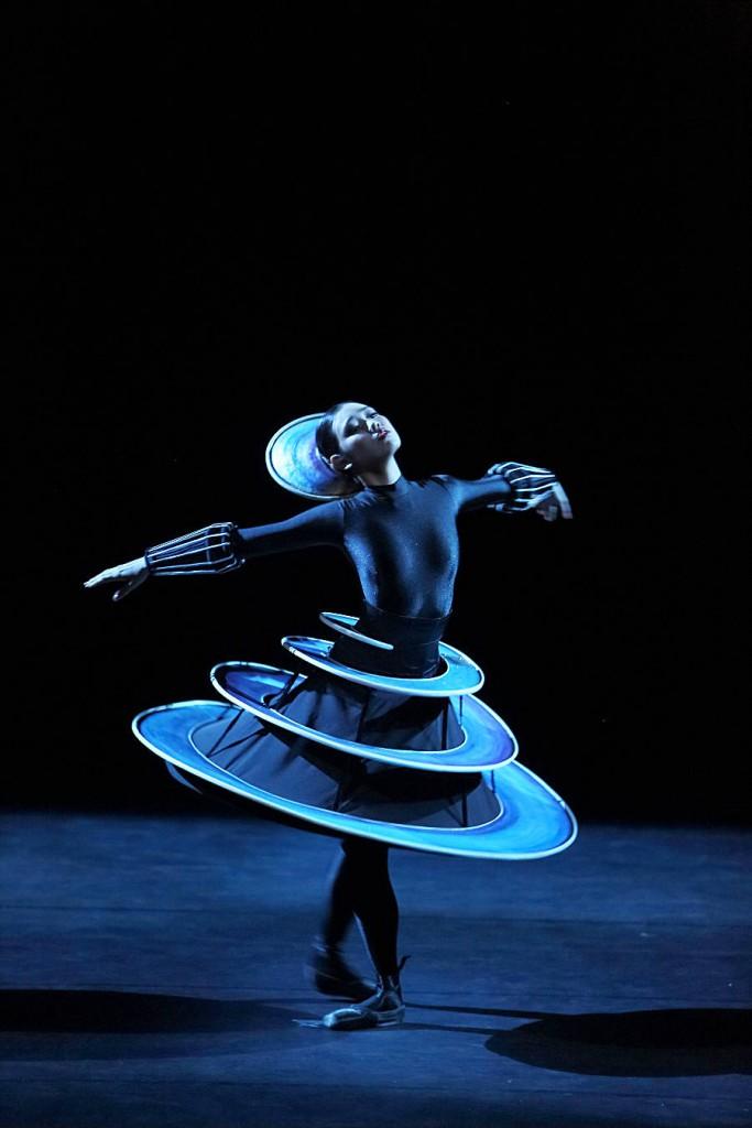 12. The Triadic Ballet by Gerhard Bohner, Spiral, Nagisa Hatano, copyright W.Hösl