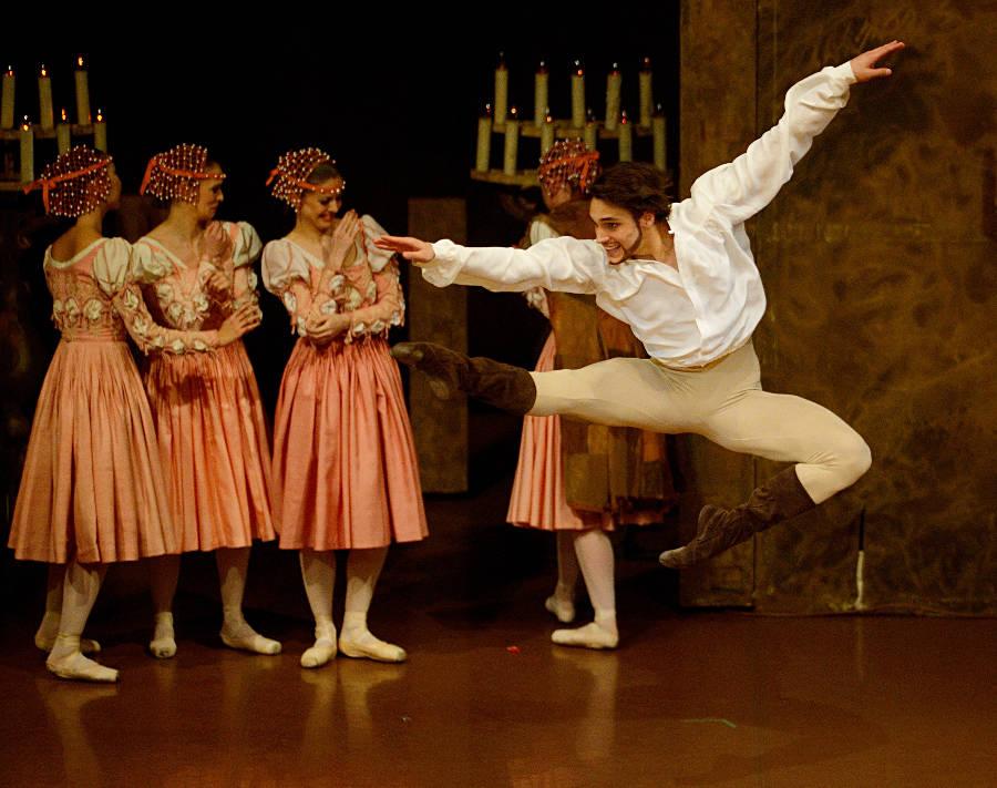 13. Daniel Camargo and ensemble, The Taming of the Shrew by J.Cranko, Stuttgart Ballet, photo Stuttgart Ballet