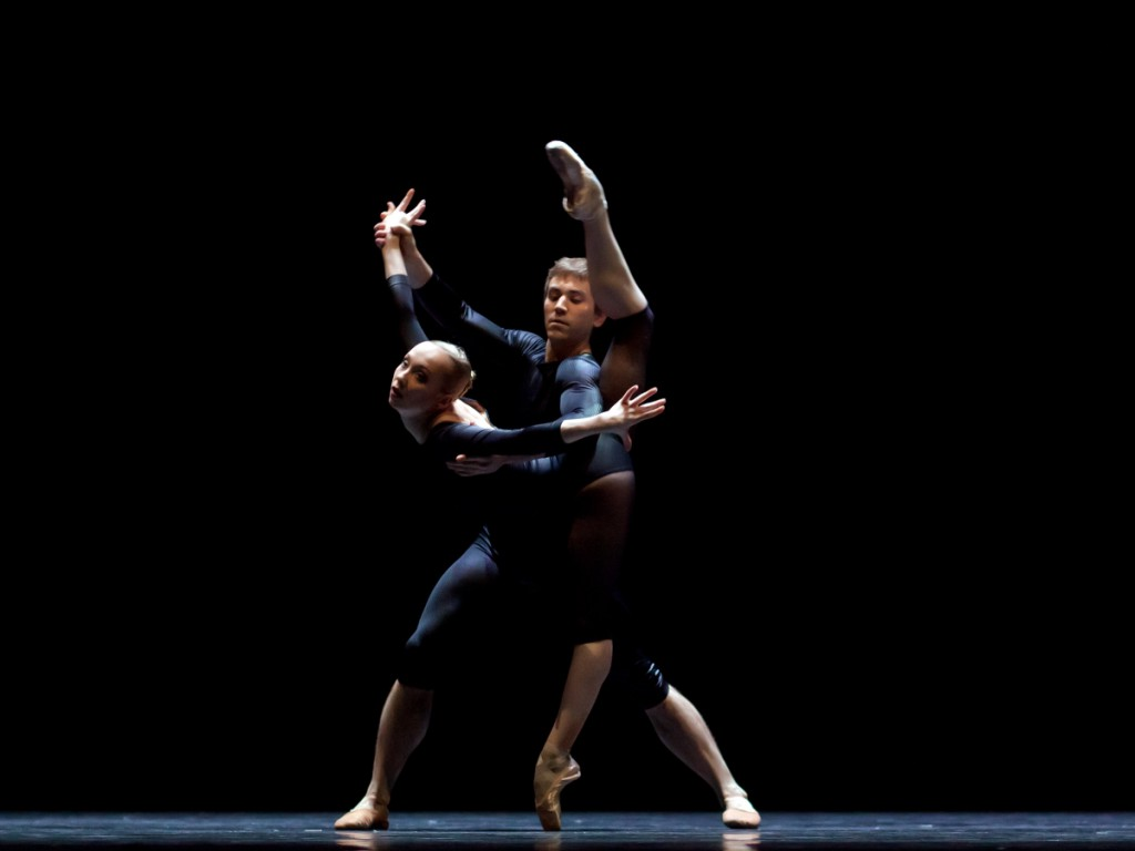 "13. A.Merkulova and J.Vallejo, ""New Sleep"" pas de deux of ""New Suite"" by W.Forsythe, Semperoper Ballet © C.Radu 2015"