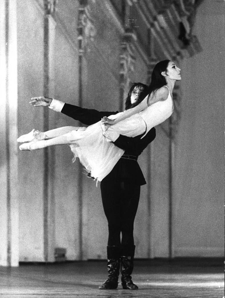 15. Fred Howald and Persephone Samaropoulo , Don Juan by J.Neumeier, Ballet Frankfurt, 1972, copyright Günther Englert, Frankfurt
