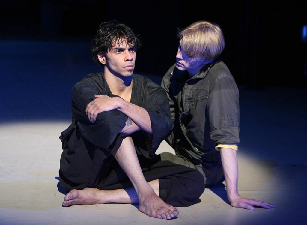 16. Jason Reilly and Marijn Rademaker, Othello by J.Neumeier, Stuttgart Ballet, photo Stuttgart Ballet
