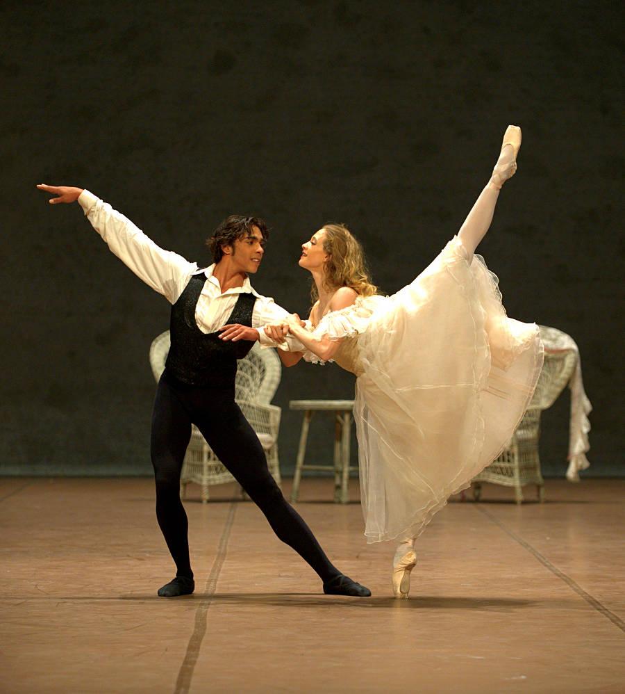 17. Jason Reilly and Alicia Amatriain, Lady of the Camellias by J.Neumeier, Stuttgart Ballet, photo Stuttgart Ballet
