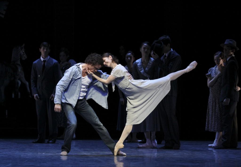 """2. C.Jung, A.Cojocaru and ensemble, """"Liliom"""" by J.Neumeier, Hamburg Ballet © H.Badekow 2015"""