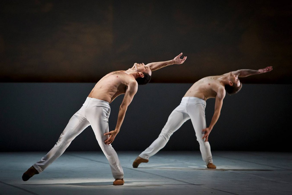 3. O.Bubenicek and J.Vallejo, Le Souffle de l Esprit, Les Ballets Bubenicek, Prague, photo Martin Divisek