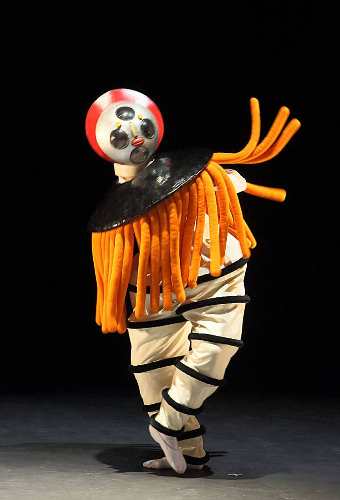 2. The Triadic Ballet by Gerhard Bohner, Diver,Nicholas Losada, copyright W.Hosl