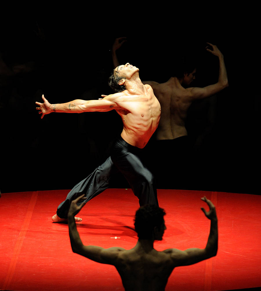22. Jason Reilly, Bolero by Maurice Béjart, Stuttgart Ballet, photo Stuttgart Ballet