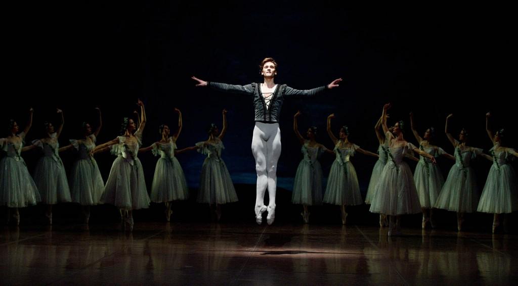 28. Friedemann Vogel and ensemble, Giselle, Stuttgart Ballet, photo Stuttgart Ballet