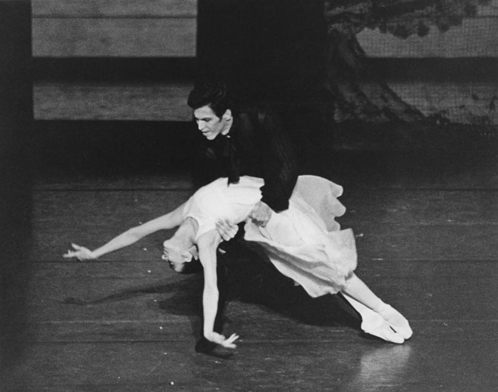 2. Marcia Haydée and Richard Cragun, Onegin by J.Cranko, photo by Leslie E.Spatt, copyright Stuttgart Ballet
