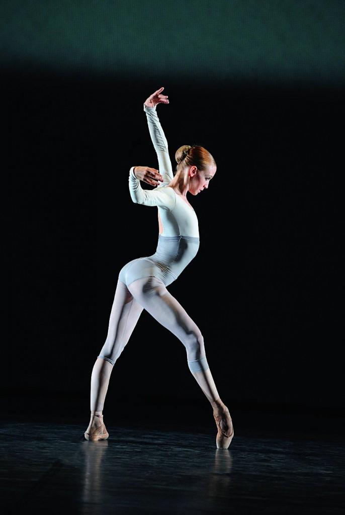 2. Alicia Amatriain, Miniatures by Douglas Lee, Stuttgart Ballet, photo Stuttgart Ballet