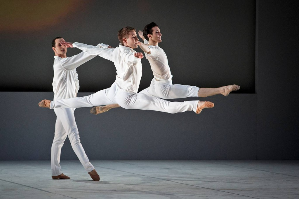 2. J.Bubenicek, J.Vallejo and M.Tucker, Le Souffle de l Esprit, Les Ballets Bubenicek, Prague, photo Martin Divisek