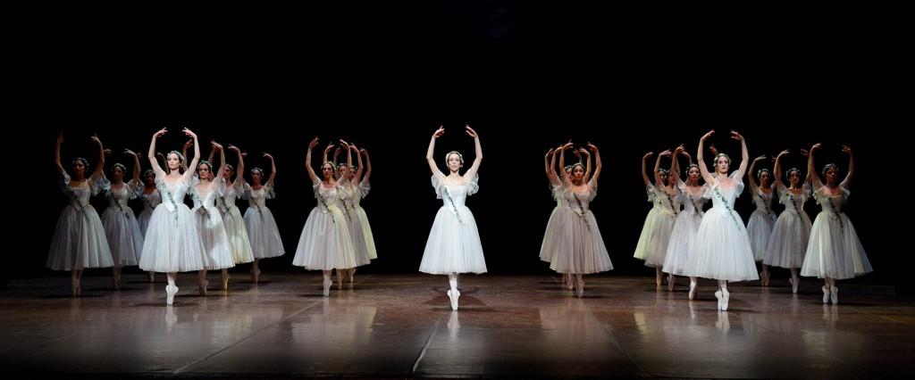 6. Rachele Buriassi, ensemble, Giselle, Stuttgart Ballet