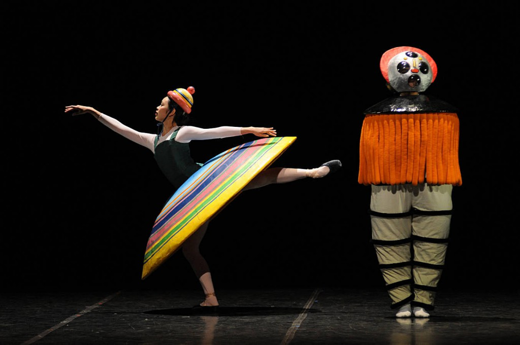 3. Big Skirt and Diver, dancers: Nagisa Hatano and Nicholas Losada, The Triadic Ballet by Gerhard Bohner, Bavarian State Ballet II