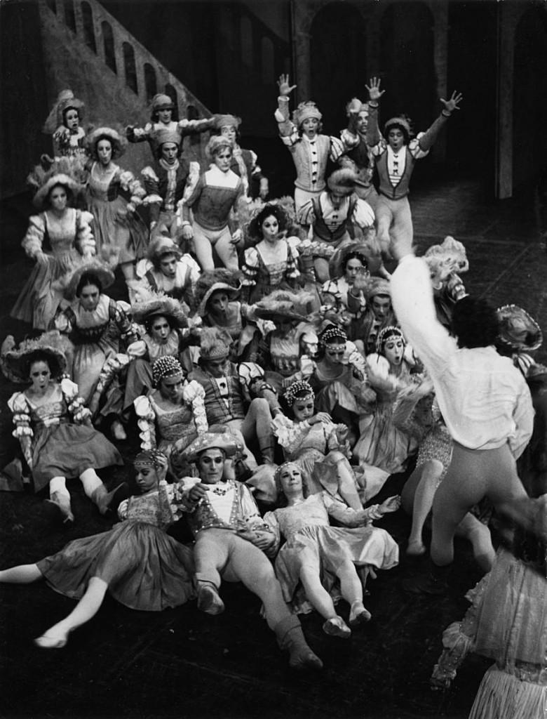 3. Richard Cragun and ensemble, world premiere of J.Cranko's The Taming of the Shrew in 1969, Stuttgart Ballet, copyright Hannes Kilian