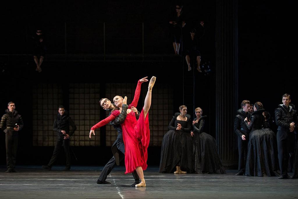 3. Jan Casier, Katja Wünsche and ensemble, Romeo and Juliet by Christian Spuck, Ballet Zurich