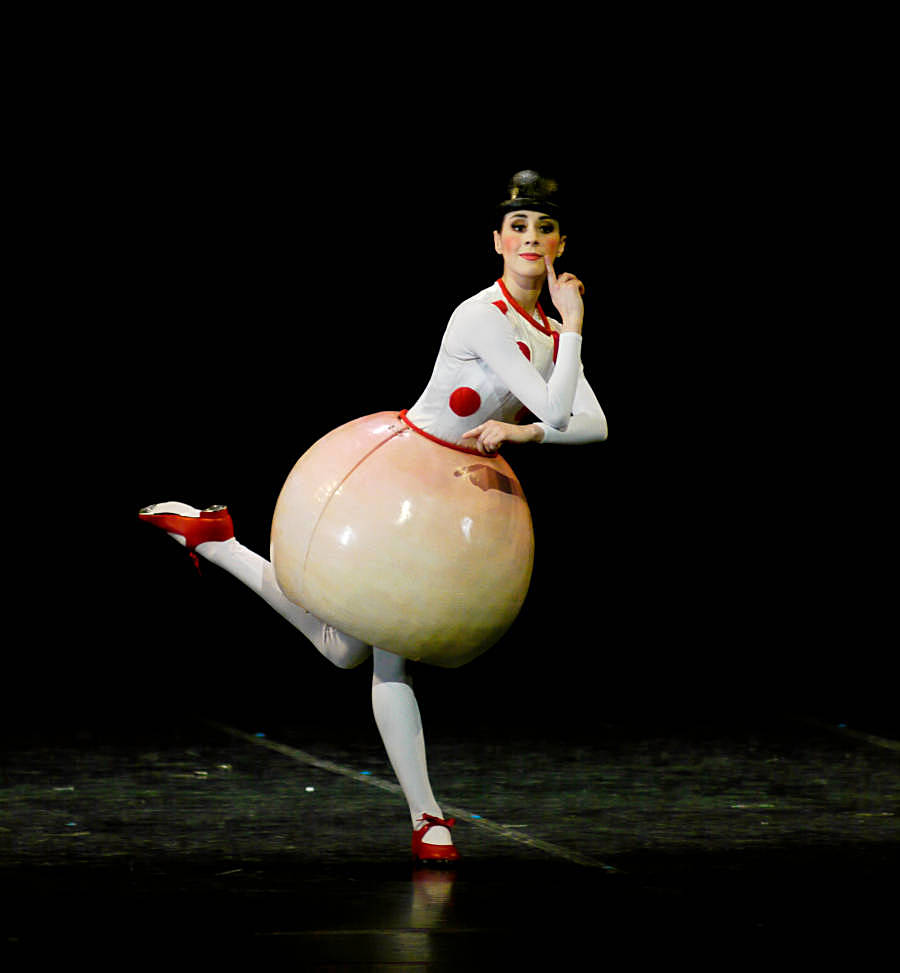 5. The Triadic Ballet by Gerhard Bohner, Round Skirt, MartaNavarrete Villalba, copyright C.Tandy