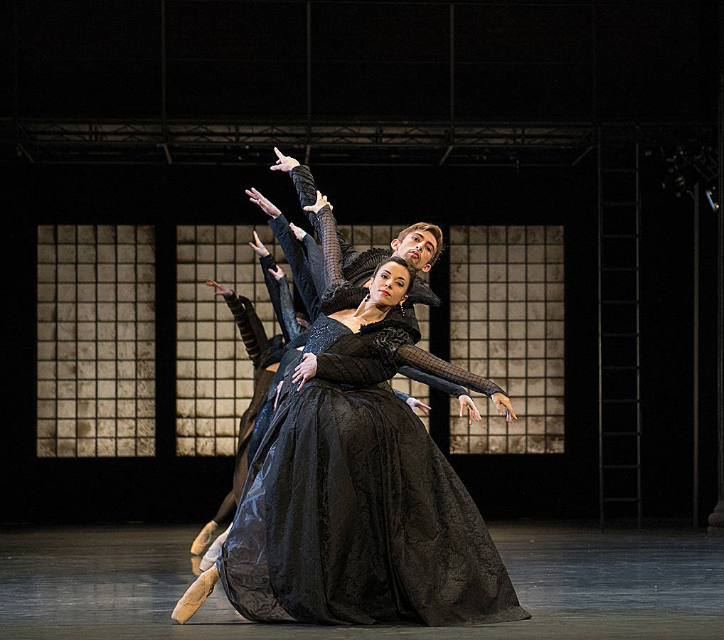 6. Eric Christison, Giulia Tonelli and ensemble, Romeo and Juliet by Christian Spuck, Ballet Zurich