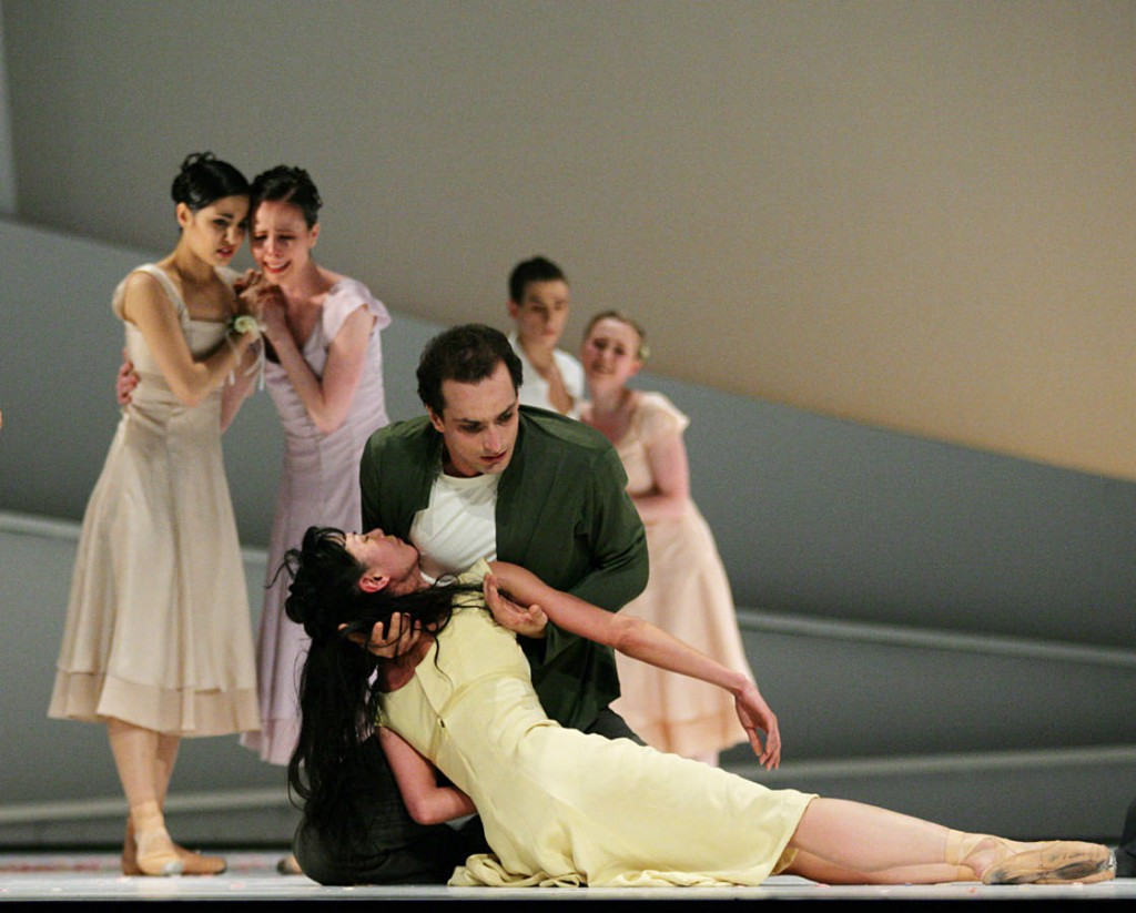5. Y.Takeshima, J.Bubenicek and ensemble, Giselle by David Dawson, Semperoper Ballet