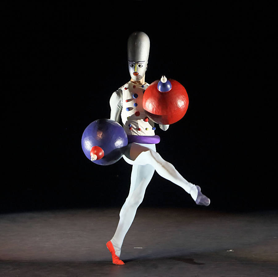 6. The Triadic Ballet by Gerhard Bohner, Spherehands, Florian Sollfrank, copyright W.Hösl