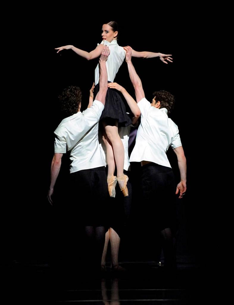 10. Elisa Badenes and ensemble, Big Blur by Demis Volpi, Stuttgart Ballet, photo Stuttgart Ballet