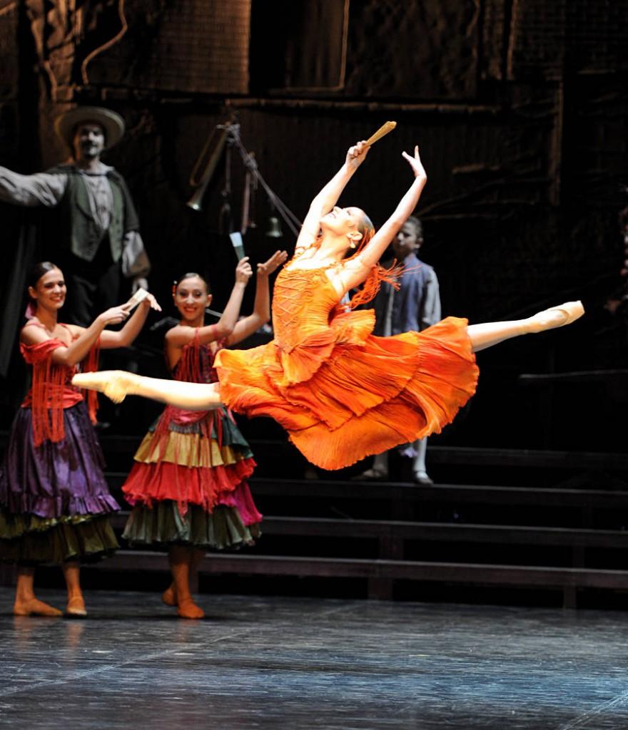 7. Elisa Badenes and ensemble, Don Quixote by Maximilano Guerra, Stuttgart Ballet, photo Stuttgart Ballet