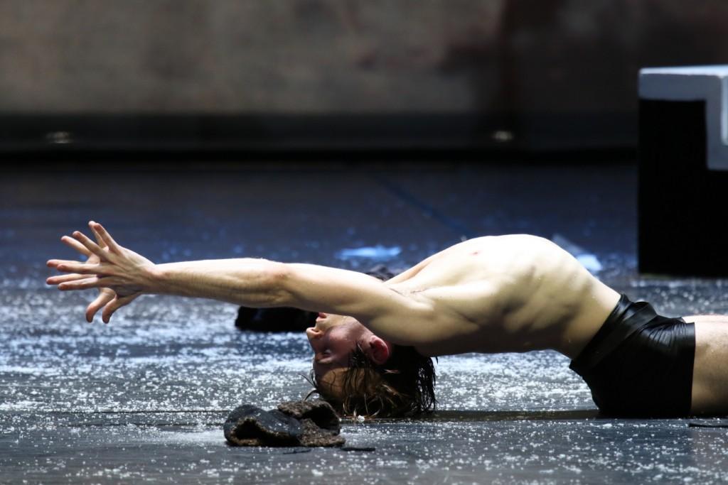"9. A.Martínez, ""Winterreise"" by J.Neumeier, Hamburg Ballet © H.Badekow 2015"