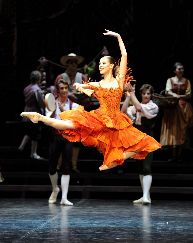 8. Elisa Badenes and ensemble, Don Quixote by Maximilano Guerra, Stuttgart Ballet, photo Stuttgart Ballet