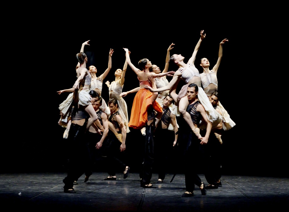 "9. Ensemble, ""The Firebird"" by S.L.Cherkaoui, Stuttgart Ballet © Stuttgart Ballet 2015"
