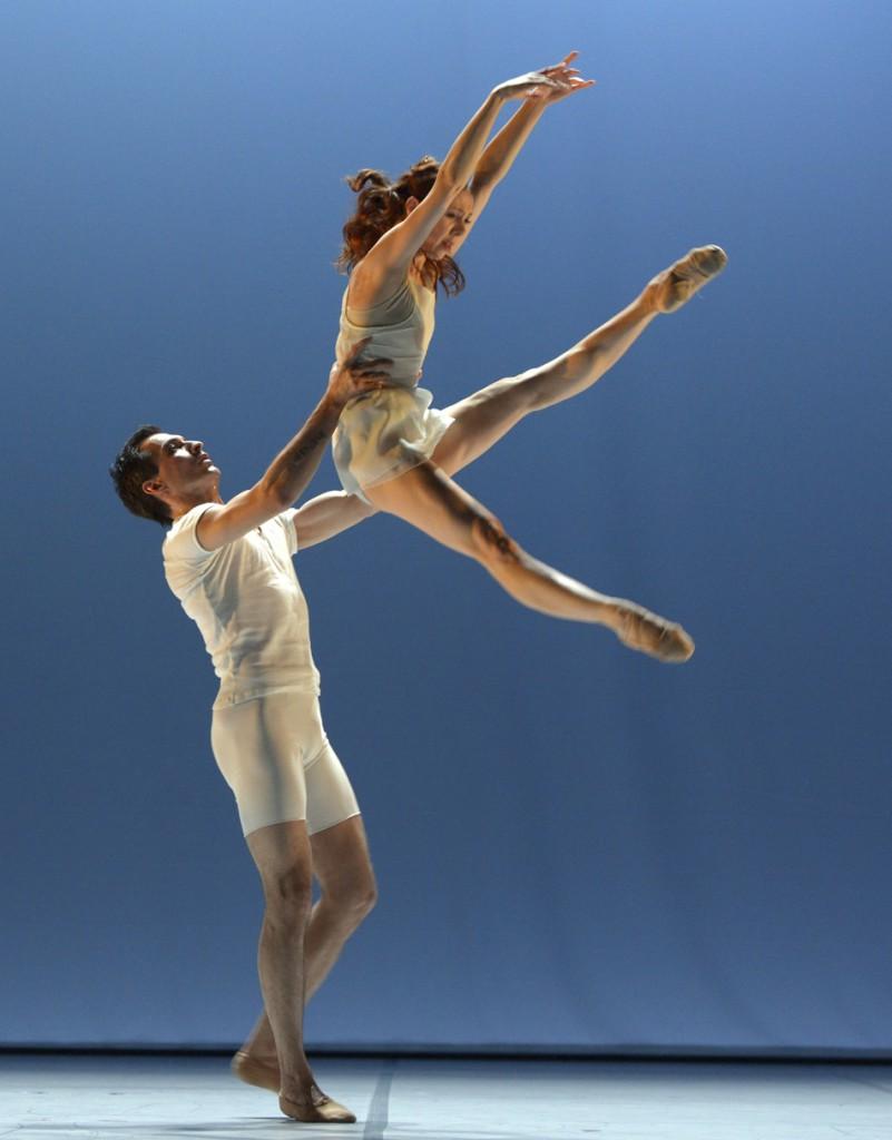 "9. M.Radjapov and M.Fotescu-Uta, ""Closer"" by B.Millepied, Ballet Dortmund © B.Stöß 2015"