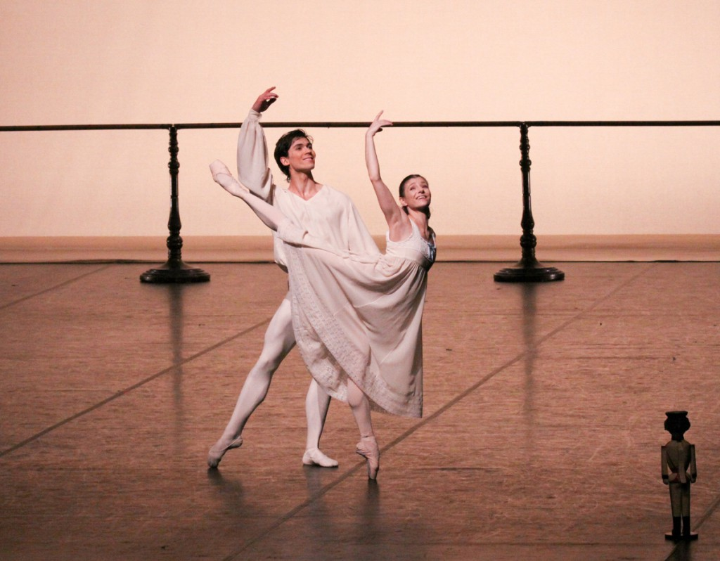 "2. A.Trusch and A.Cojocaru, ""The Nutcracker"" by J.Neumeier, Hamburg Ballet © Holger Badekow 2014"