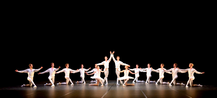 "1. Ensemble, ""Concerto for Flute and Harp"" by J.Cranko, Stuttgart Ballet © Stuttgart Ballet 2015"