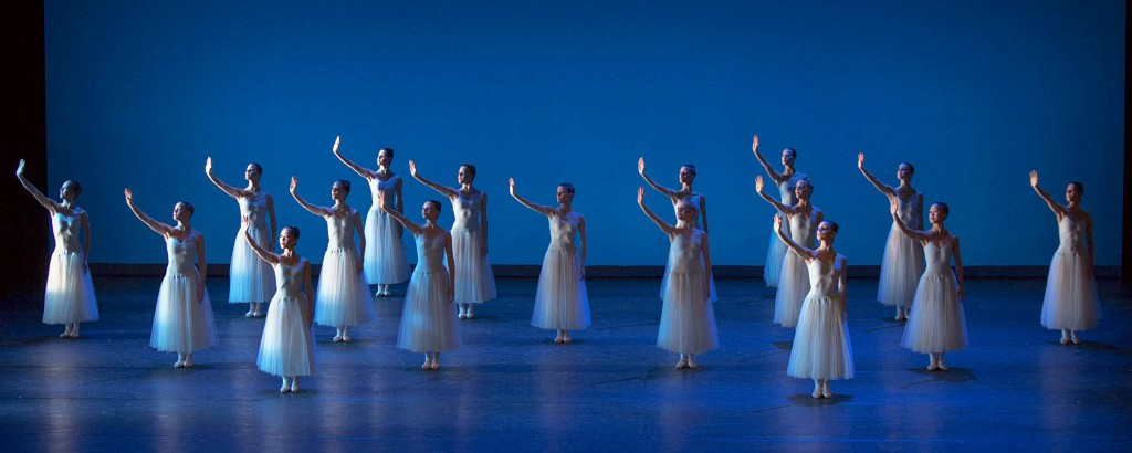 "1. Ensemble, ""Serenade"" by G.Balanchine, (c) The George Balanchine Trust, photo G.Weigelt"
