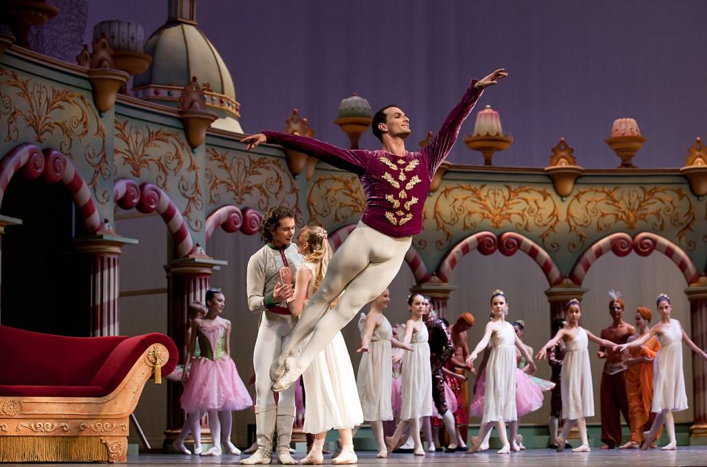 """9. J.Bubeníček, A.Merkulova, I.Simon and ensemble, """"The Nutcracker"""" by A.S. Watkin and J.Beechey, Semperoper Ballet © C.Radu 2014"""
