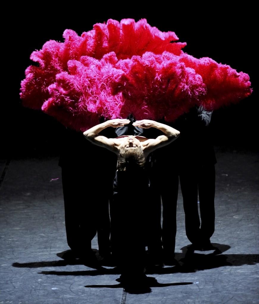 """10. F.Vogel and ensemble, """"Fancy Goods"""" by M.Goecke, Stuttgart Ballet © Stuttgart Ballet 2015"""