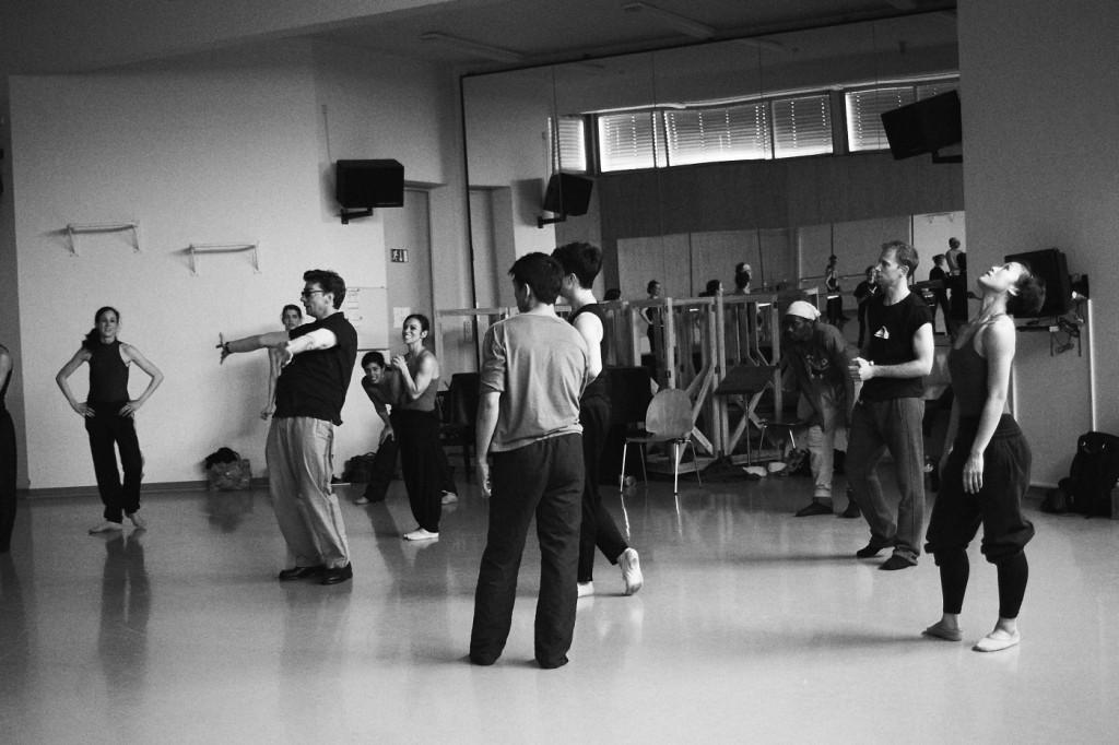 """2. M.Goecke and ensemble of the Ballett am Rhein, rehearsal of """"Lonesome George"""", Ballett am Rhein © F.Jennewein, Stuttgart 2015"""