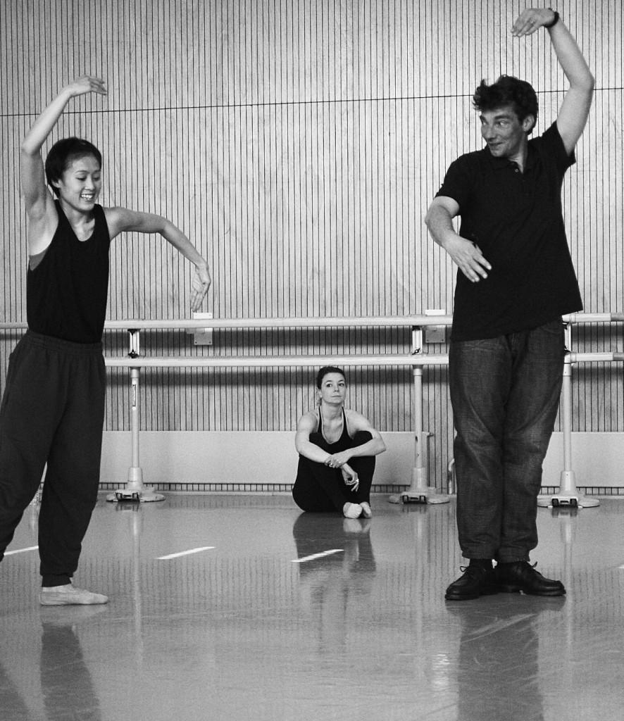 "3.  W.S.Chan, C.Andriot and M.Goecke, rehearsal of ""Lonesome George"", Ballett am Rhein © F.Jennewein, Stuttgart 2015"