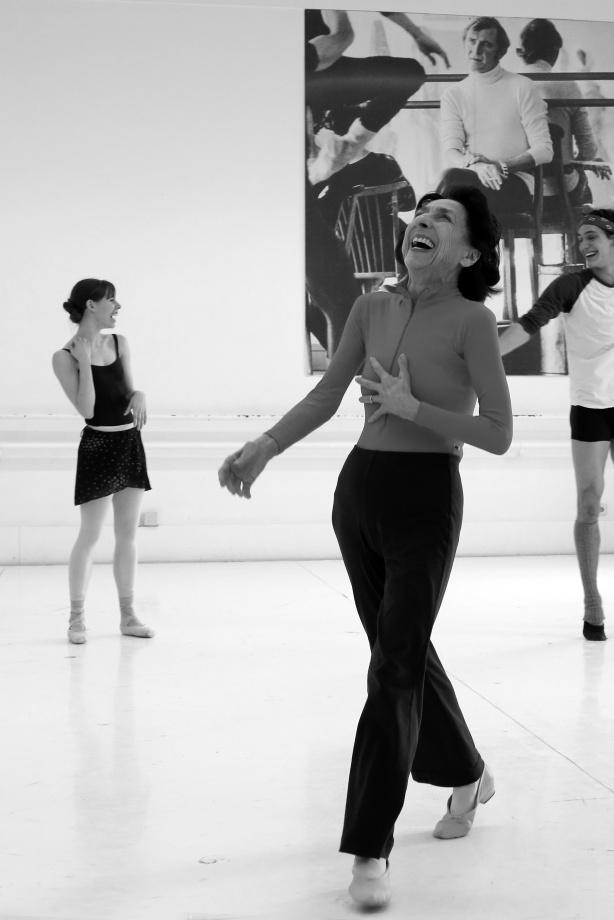 2. G.Tsinguirides, E.Badenes and D.Camargo, rehearsal, Stuttgart Ballet © U.Beuttenmüller 2015