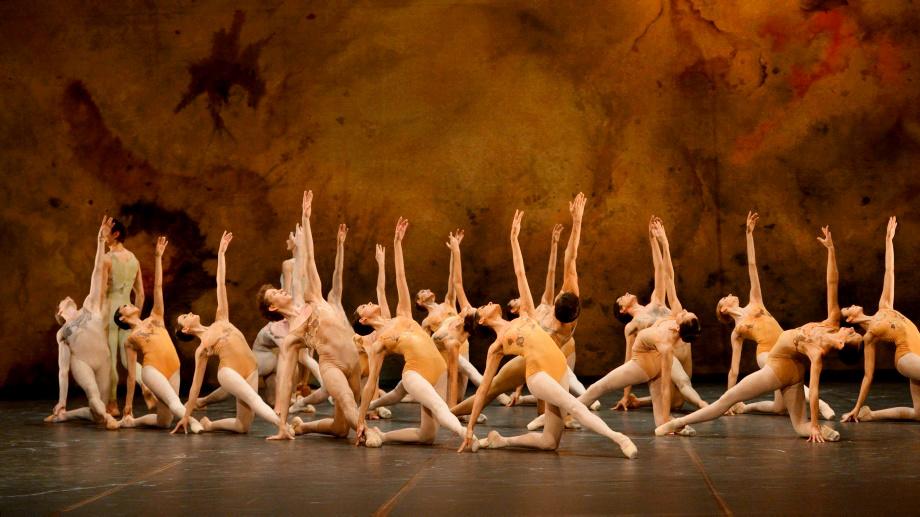 "5. Ensemble, ""Initials R.B.M.E."" by J.Cranko, Stuttgart Ballet © Stuttgart Ballet 2015"