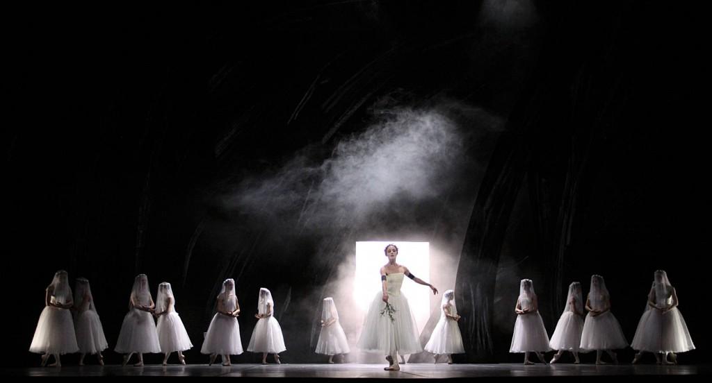5. Anna Laudere and ensemble, Giselle by John Neumeier, Hamburg Ballet, photo H.Badekow