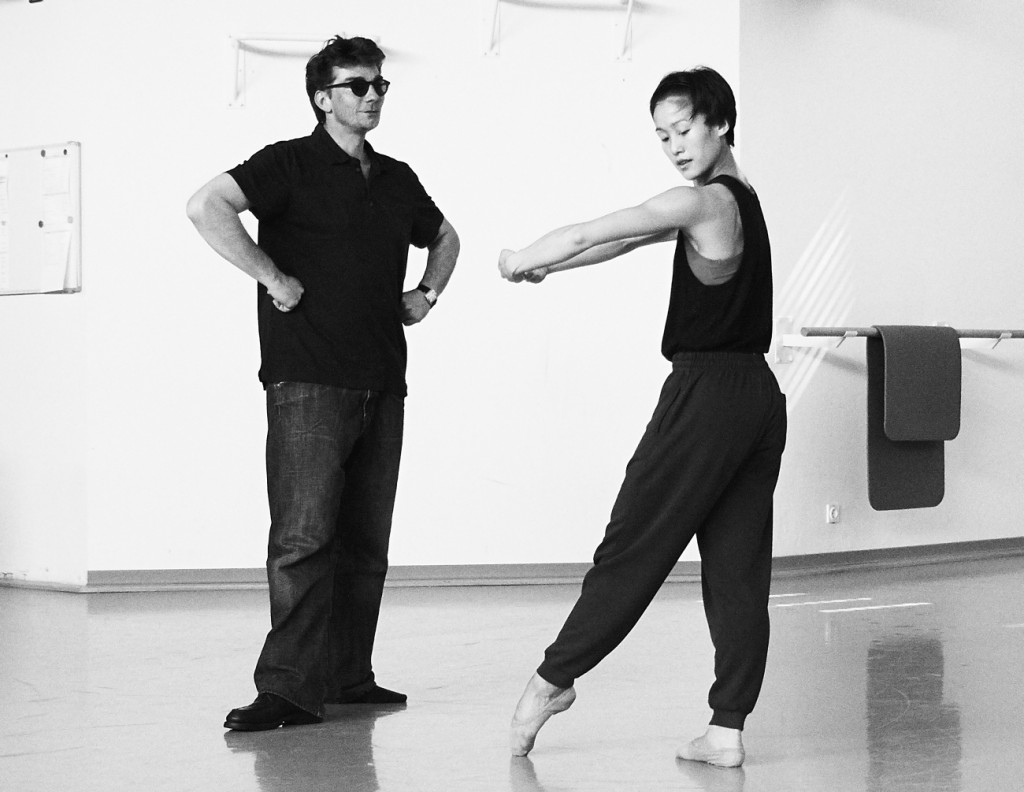 "5. W.S.Chan and M.Goecke, rehearsal of ""Lonesome George"", Ballett am Rhein © F.Jennewein, Stuttgart 2015"